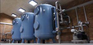 Silhorko vandværk her med for-, mellem- og efterfiltrering. I de 3 lukkede trykfiltre fjernes der hhv. jern, mangan og ammonium