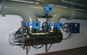 UV-anlæg type Wedeco BX1200W. Ydelse maksimal: 1200 m³/h. UV-anlægget fungerer som sikringsanlæg i tilfælde af en bakteriologisk forurening, så vandværket forsat vil kunne levere rent drikkevand.